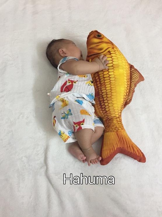 Chọn mua gối ôm cá chép nhỏ xinh tặng đầy tháng cho bé