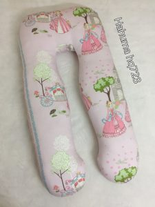 Giúp bà bầu ngủ ngon, gác chân không mỏi giúp máu lưu thông tốt đến các chi. Thật tuyệt vời khi có gối chữ u làm giảmtình trạng chuột rút, phù nề cho mẹ bầu