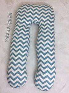 Mẫu gối ôm chữ u Hahuma hq692 kẻ sóng rất phong cách khiến mẹ bầu nào cũng thích. Màu xanh thoáng, ưa nhìn, không rực chói như màu đỏ. Lựa chọn màu kẻ như mẫu gối Hahuma hq692 sẽ rất phù hợp với nhiều phòng ngủ.